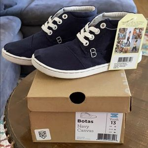 NWT TOMS  botas navy canvas shoes